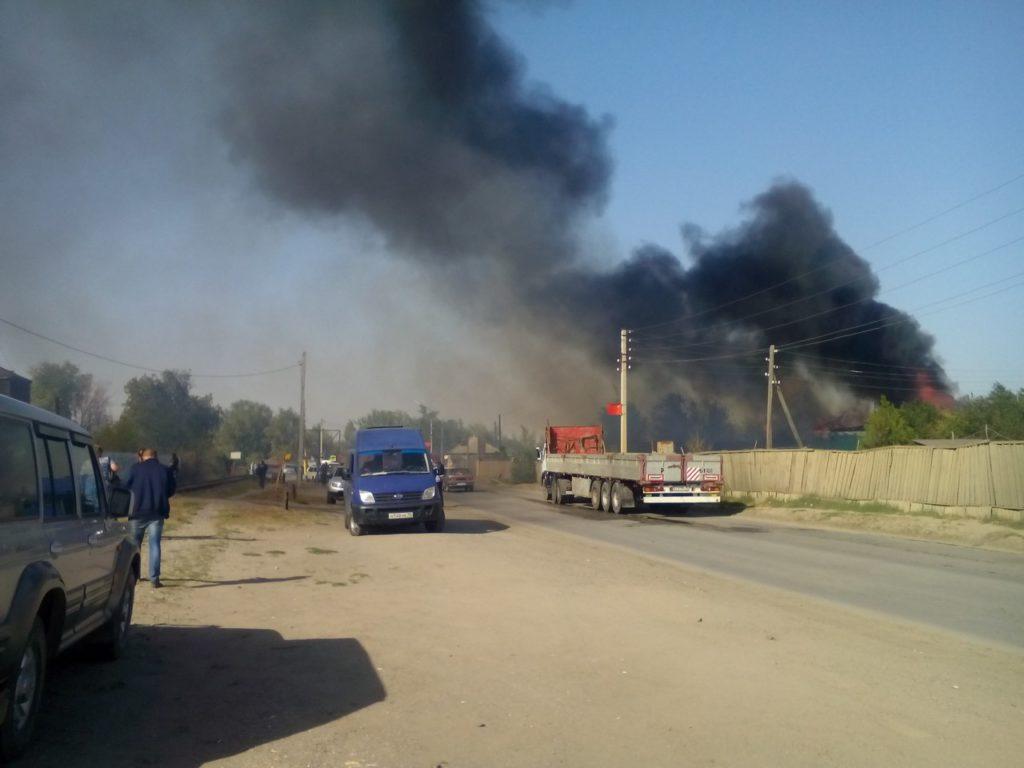 На севере Астраханской области случился сильный пожар