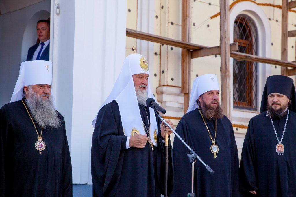 Патриарх Кирилл прилетел в Астраханскую область и приземлился на военном аэродроме
