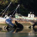 В реках Астраханской области находится почти 200 затонувших судов