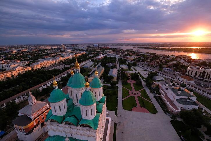 В астраханском театре открылась выставка фотохудожника Александра Корноухова