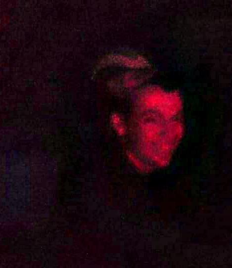 Астраханец фотографировал друга, а в кадр попало загадочное нечто