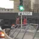 В Астрахани попало на видео как КАМАЗ не вписался в поворот