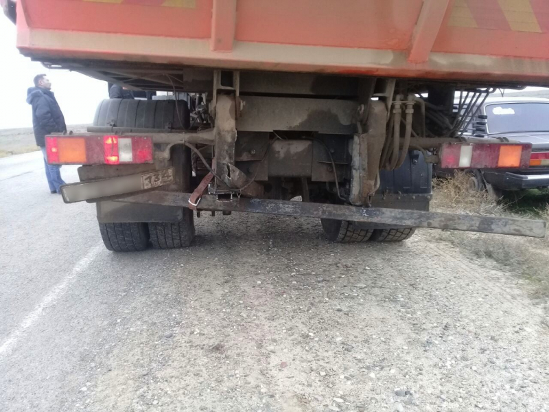 Легковая вписалась в мусоровоз под Астраханью – два человека в больнице