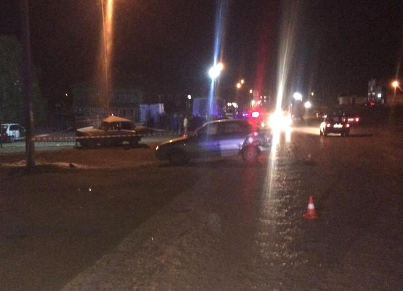 В Астраханской области водитель легковушки протаранил авто и въехал в столб