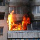 В Астрахани ночью сгорела квартира в многоквартирном доме
