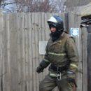 В Астрахани пожарные вывели из горящего заброшенного здания пять человек