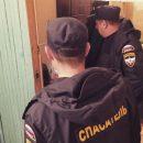 В Астрахани спасатели вскрыли дверь квартиры, в которой у женщины случился инсульт