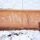 Астраханка потребовала стереть рисунок, которым художники украшали многоквартирный дом