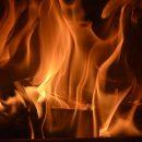 В Астрахани тушили горевшую квартиру