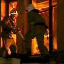 На севере Астраханской области двоих человек вывели из горящей квартиры