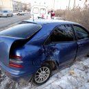 Иномарка врезалась в столб в Астрахани, водитель в больнице
