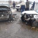 Две машины столкнулись в лоб под Астраханью, пострадали два человека