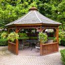 Небольшие деревянные дома и беседки — находка для дачников