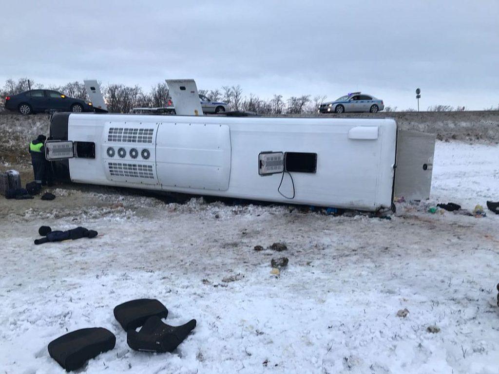 Казак из Астраханской области пришел на помощь людям из опрокинувшегося автобуса