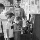 На астраханском вокзале неизвестные сломали пианино