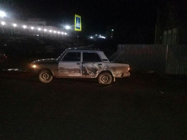 В Астрахани автомобиль протаранил дом