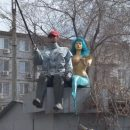В Астрахани на гараже живут рыбак и русалка