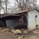 Ночью в Астрахани автомобиль протаранил гараж