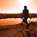 Астраханцы купили велосипед отцу-одиночке, чтобы он мог ездить на работу