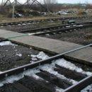 В Астраханской области на видео сняли, как столб «машет» уходящему поезду