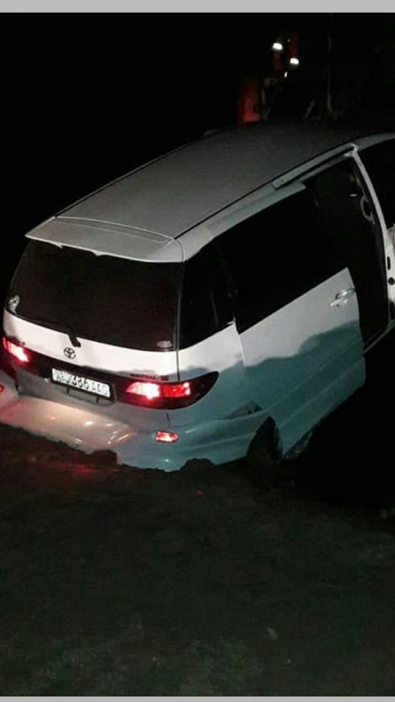 В Астрахани машина повисла между паромом и берегом