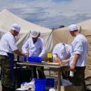 Астраханские военные в горах готовят борщ и гречку с мясом