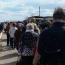 В Астрахани сфотографировали длинную очередь к маршрутке у кладбища