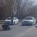 В Астрахани сняли на видео лобовую аварию с вывалившимся мотором