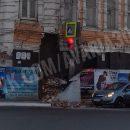 В центре Астрахани обрушился фасад старинного здания