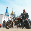 В Астраханской области священник-байкер устроил мотопробег в честь Дня Победы