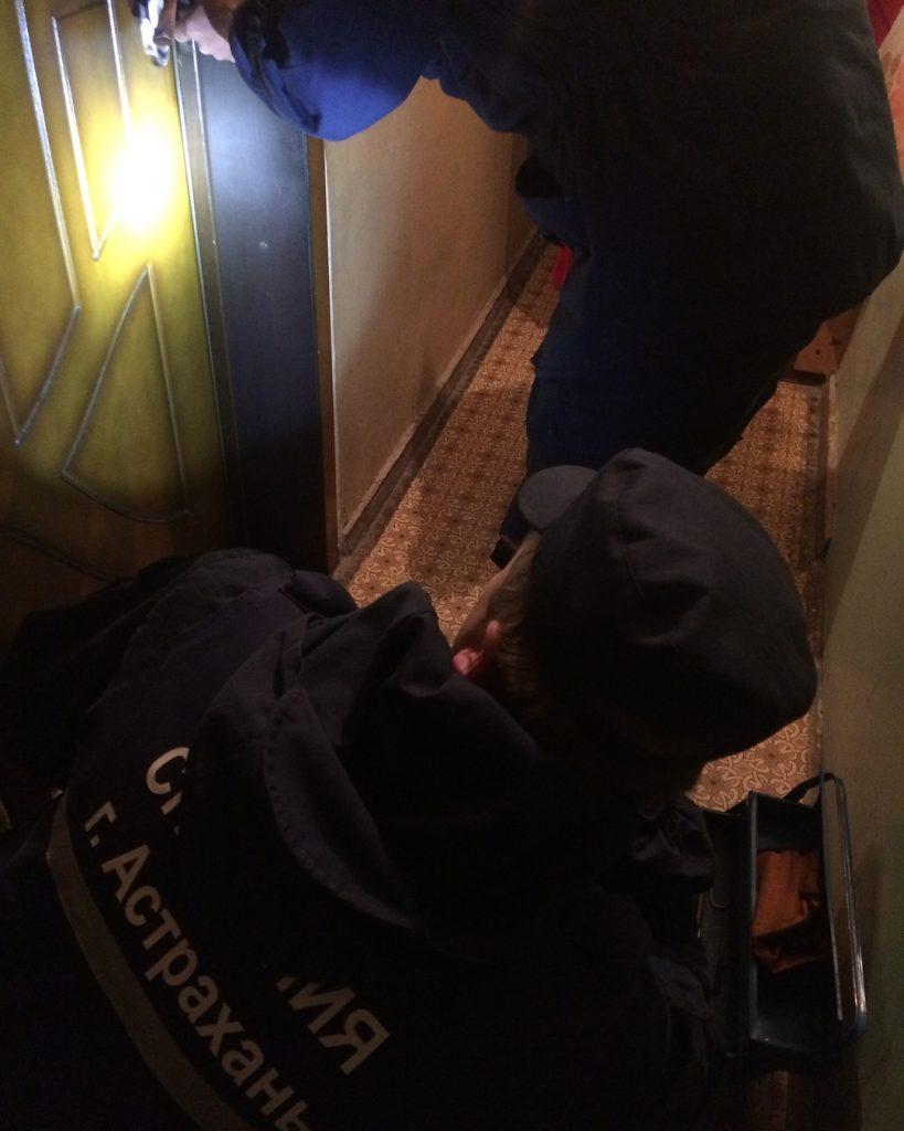 В Астрахани двухлетний ребенок заперся в квартире