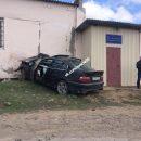 В Астраханской области автомобиль протаранил здание грузового порта