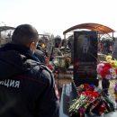 Астраханцы почтили память расстрелянных год назад полицейских