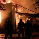В Астрахани под утро загорелся склад
