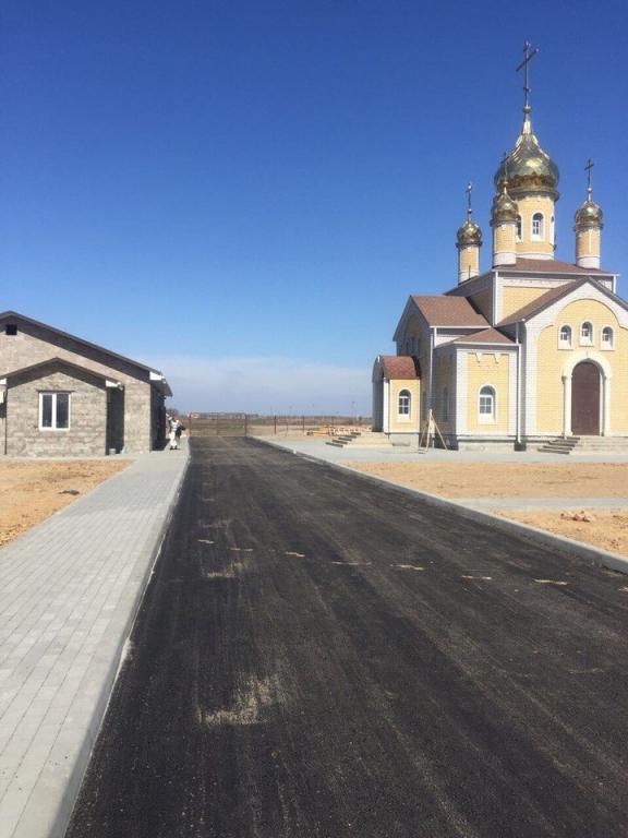 В Астраханской области накануне Пасхи благоустроили территорию храма Преображения Господня