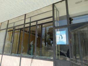 В Астрахани бывший Дом культуры судоверфи стал притоном для бомжей и алкашей