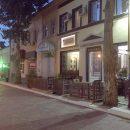 В Астрахани хозяева закусочных захватывают тротуары