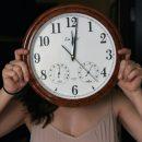 В Астрахани обсуждают идею сдвига времени
