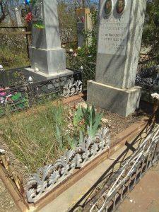 Астраханка пожаловалась на кладбищенских вандалов