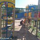 В ахтубинский двор вернут детскую площадку после вмешательства областных властей