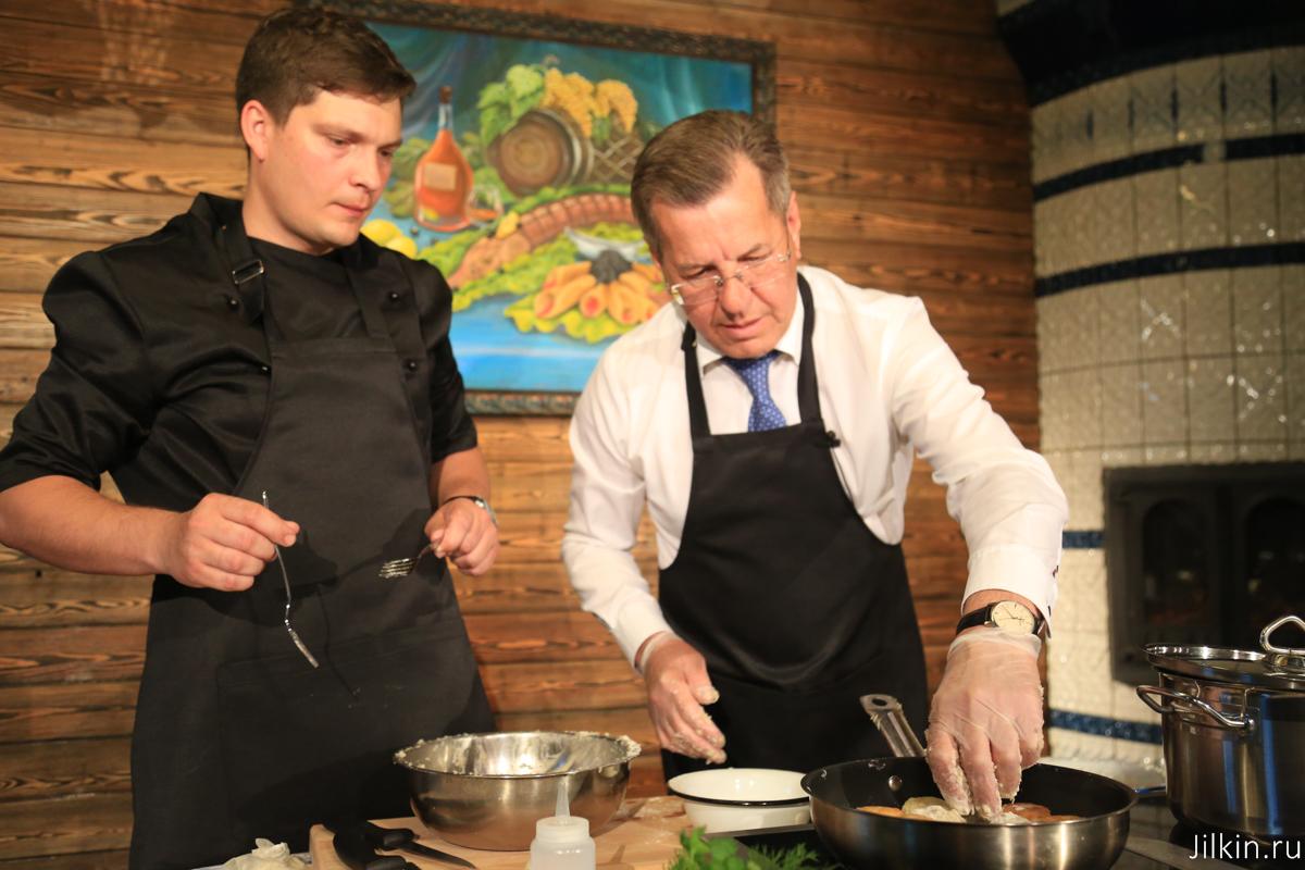 Астраханский губернатор поделился рецептом семейного рыбного «супа с катышками»