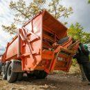 Астраханскому губернатору пожаловались на проблемы с вывозом мусора