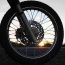 В Астрахани мотоцикл не смог преодолеть бордюр