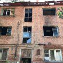 Властям Астрахани указали полностью расселить аварийное полусгоревшее общежитие