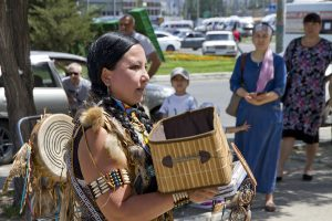 На улицах Астрахани обнаружили индейцев