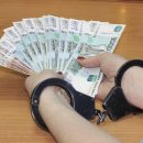 Сотрудница банка в Астрахани снимала деньги со счетов клиентов