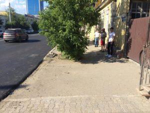 В Астрахани при ремонте дороги ливневки закатали в асфальт