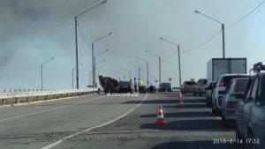 В Астрахани на объездной дороге перевернулся бензовоз