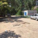 В Астрахани в открытый люк провалился ребенок, и застряла машина