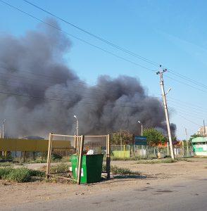 В Астрахани в частном секторе – крупный пожар